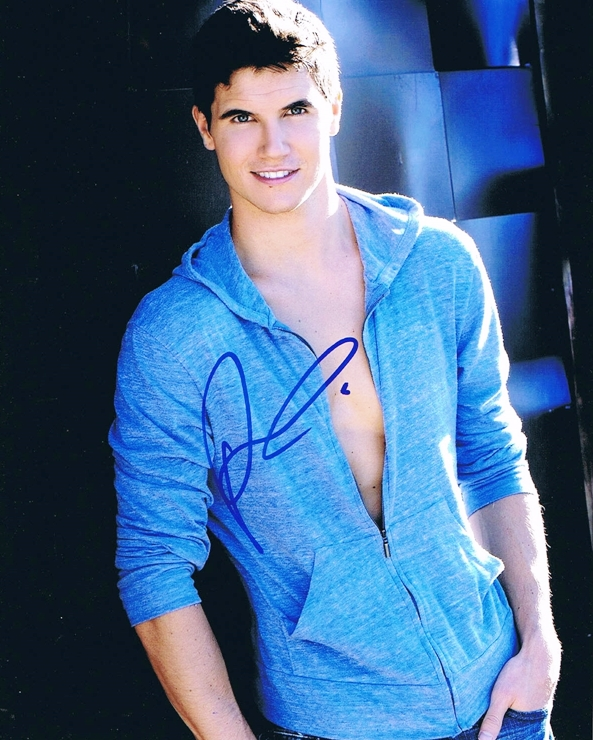 Robbie Amell Signed Photo