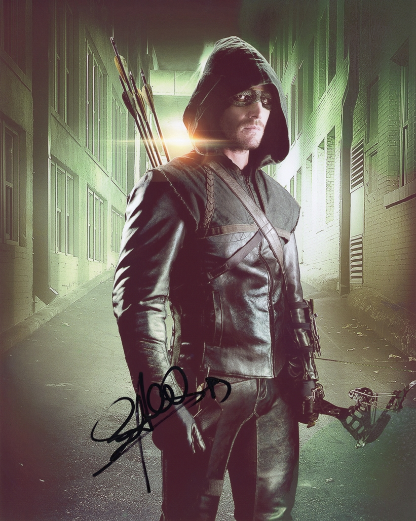 Stephen Amell Signed Photo
