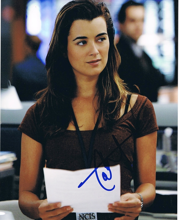 of any kind; this photo has been hand-signed by Cote de Pablo