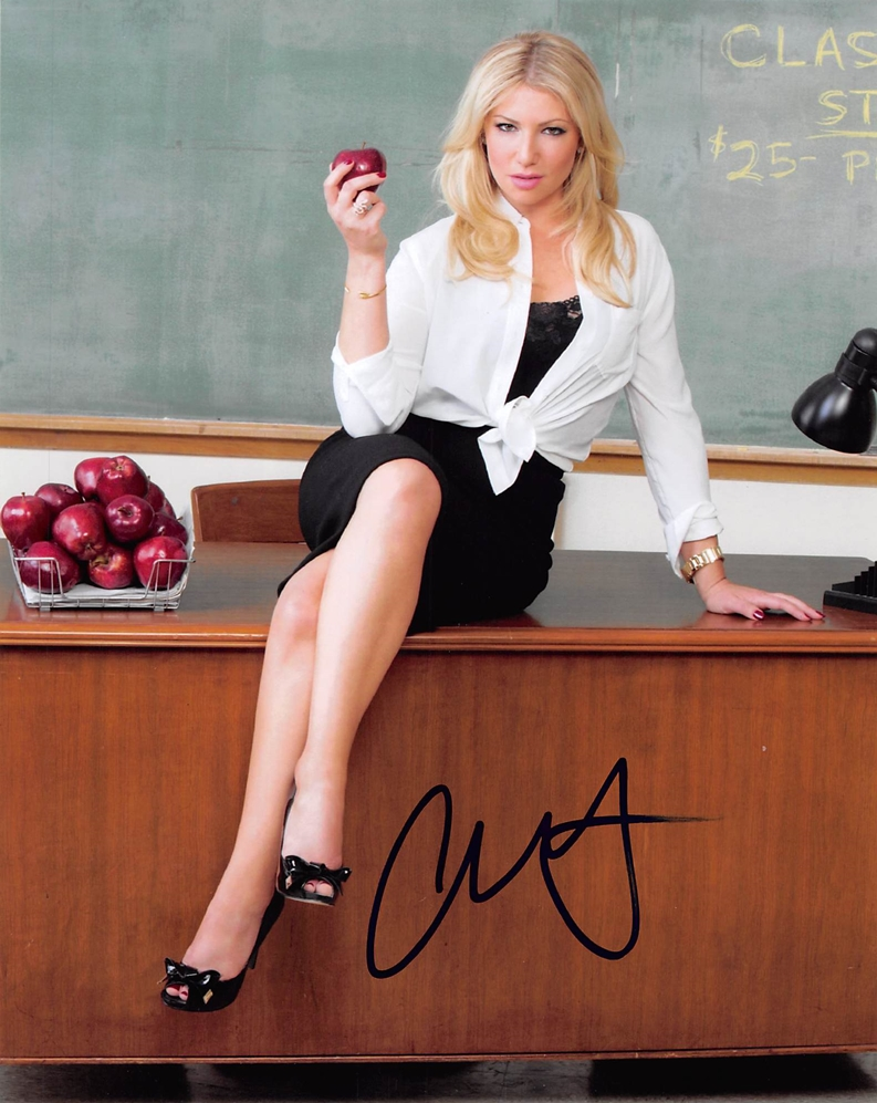 Ari Graynor Signed Photo