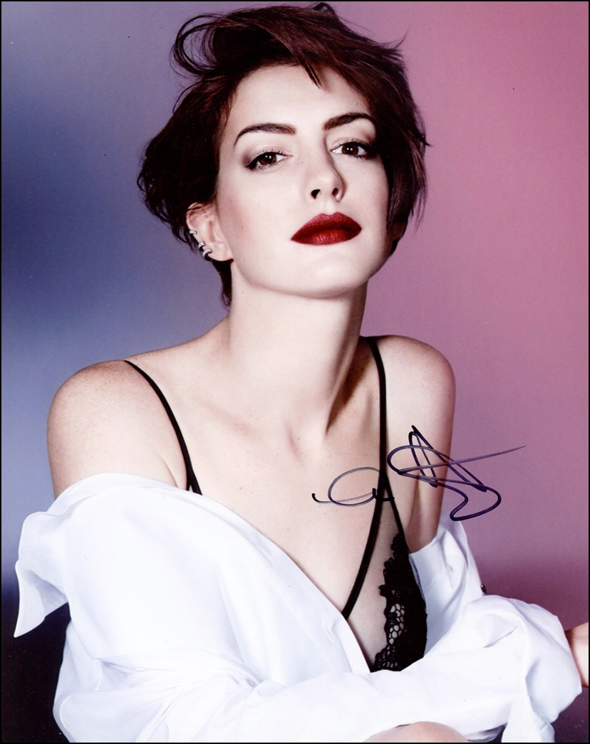 Anne Hathaway Kind: Stunning Babe AUTOGRAPH Signed 8x10 Photo