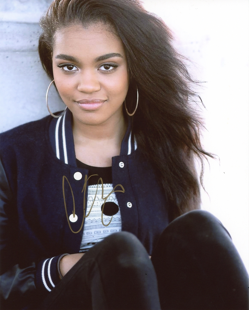 China Anne McClain Signed Photo