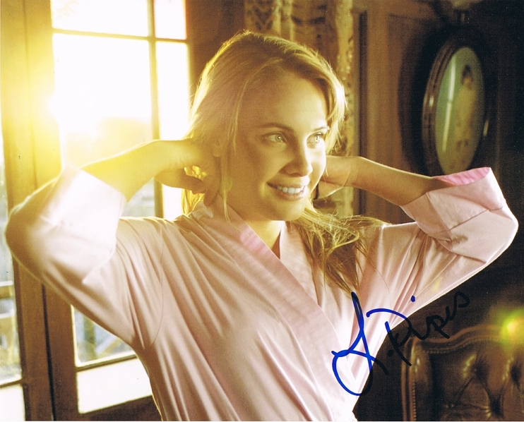 Leah Pipes Signed Photo