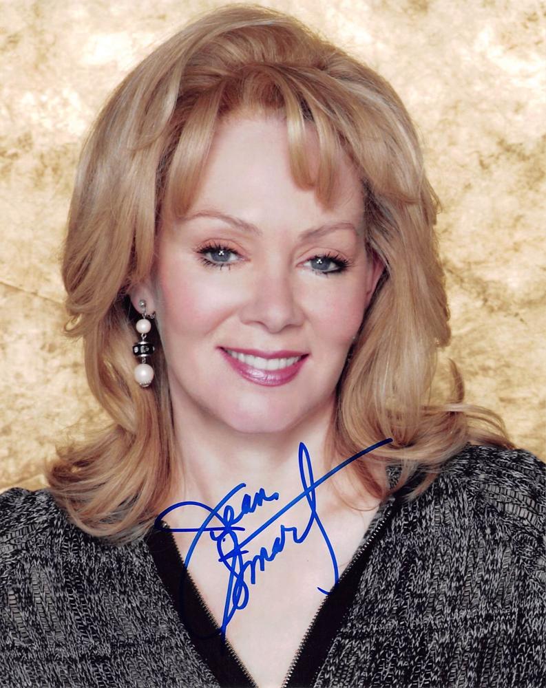 Ylona Garcia (b. 2002)